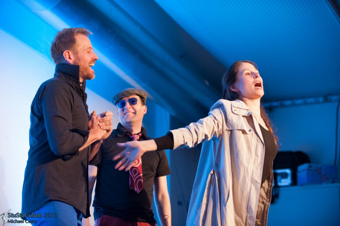 Spiegel- und Unternehmenstheater: Mit interaktivem Improtheater begleiten wie zum Beispiel eine Produktvorstellung.
